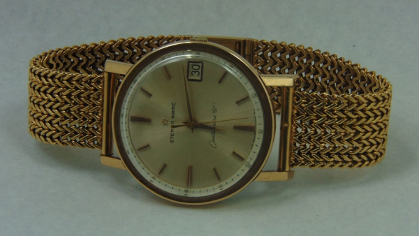 7d8c8279866 Relógio masculino suíço de pulso dos anos 60 com calendário da marca.  content image 0