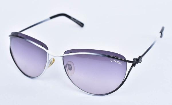 60c003606642a MIU MIU. Óculos italiano feminino para proteção solar.