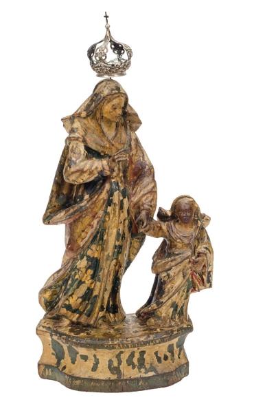 SANT'ANNA CAMINHANTE. Grupo sacro em madeira policromada. Alt.: 36cm. Bahia - séc. XIX. Acompanha coroa em prata. (Com descascados).