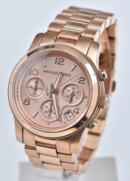 4a8733391a6 MICHAEL KORS. Relógio americano feminino de pulso com cronógrafo e  calendário da marca. content image 0