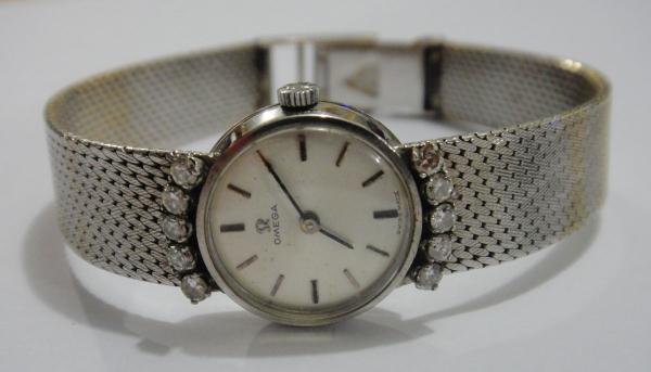 81c4d0891c8 OMEGA. Relógio feminino suíço de pulso da marca. content image 0