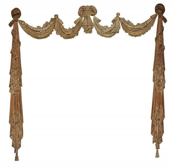 Rara moldura decorativa para vão, composto de 7 peças em cedro patinado e entalhado no estilo neoclássico. Medida total: 2,00 X 1,90, Brasil - séc. XVIII. Reproduzido com foto no catálogo.