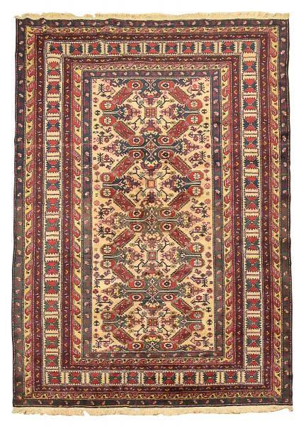 Raro tapete Shirvan Kuba Seichur (circa 1900), medindo: 3,00 X 2,10 = 6,30m². Reproduzido com foto no catálogo.