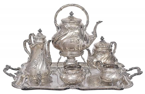 Monumental e magnífico aparelho brasonado para chá com 7 peças em prata Austro-Húngara contrastada,