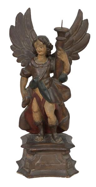 ANJO TOCHEIRO. Rara imagem em madeira policromada. Alt.: 61cm. Portugal - séc. XVIII. Reproduzido com foto no catálogo.