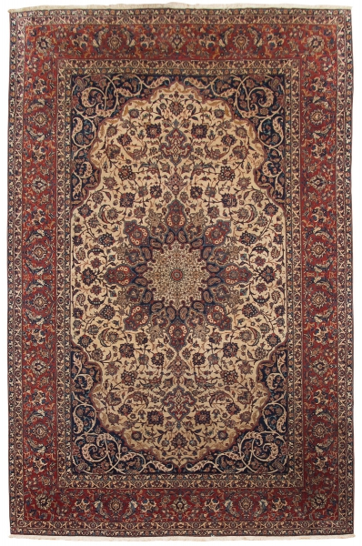 Raríssimo tapete Isfahan Serafian (circa 1920), medindo: 3,20 X 2,05 = 6,56m². Reproduzido com foto no catálogo.