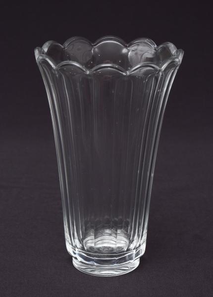 VAL SAINT LAMBERT (BÉLGICA-1900). Vaso em grosso cristal overlay, lapidação facetada. Borda ondulad