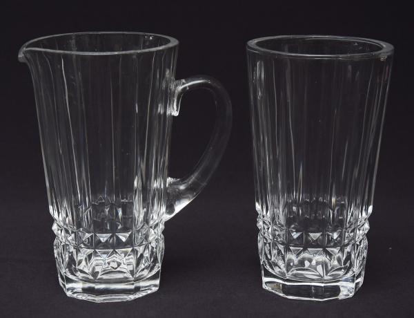 VAL SAINT LAMBERT (BÉLGICA-1900). Vaso e jarra em grosso cristalo, lapidado com lanças e bico de j