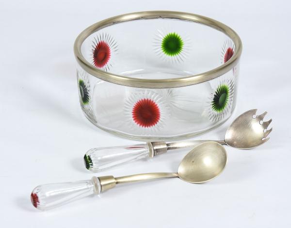 Saladeira art nouveau com 2 talheres para servir em vidro lapidado com flores esmaltadas, fundo estr
