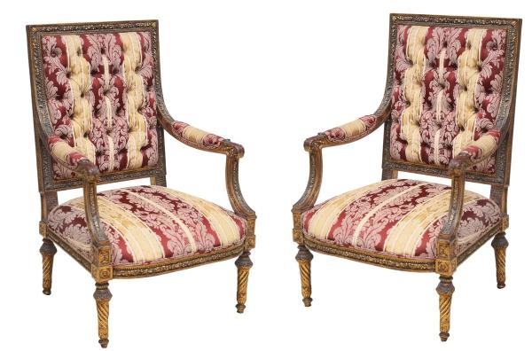 """Par de cadeiras de braço em madeira revestida com patina ouro velho, estilo """"Luis XVI"""", séc."""