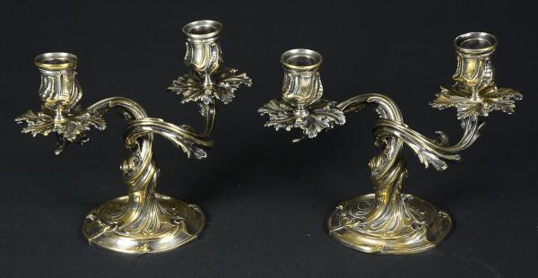"""CHRISTOFLE FRANCE. Par de candelabros franceses para 2 luzes espessurados a prata da marca """"Chri"""