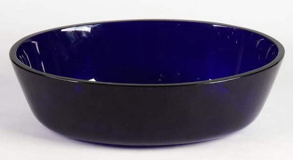 Floreira em vidro moldado na cor azul cobalto. Medida: 38,5 X 39. Alemanha-1900. Esta floreira pode