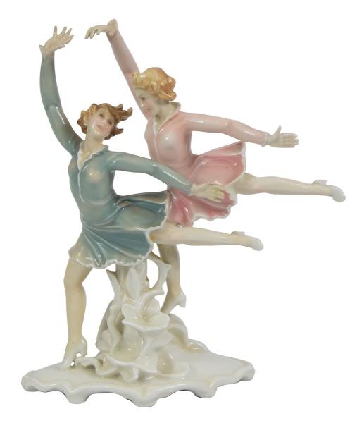 "Grupo art deco em porcelana alemã policromada da marca ""Volkstedt-Rudolstadt"", manufatura &#"