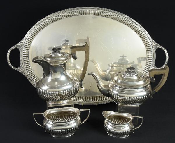 Aparelho para chá composto de bule de chá, bule de café, leiteira e açucareiro em prata inglesa do
