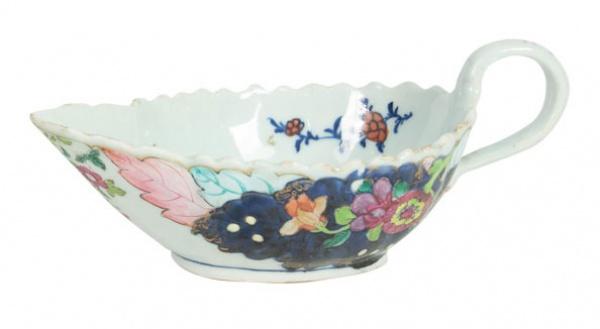 """Raríssima molheira com alça em porcelana chinesa da """"Cia das Índias"""", séc. XVIII, período Qi"""