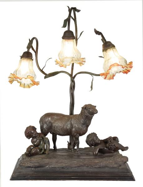 """Grupo escultórico com luminária para 3 luzes em bronze patinado, representando """"Puttis em alegor"""