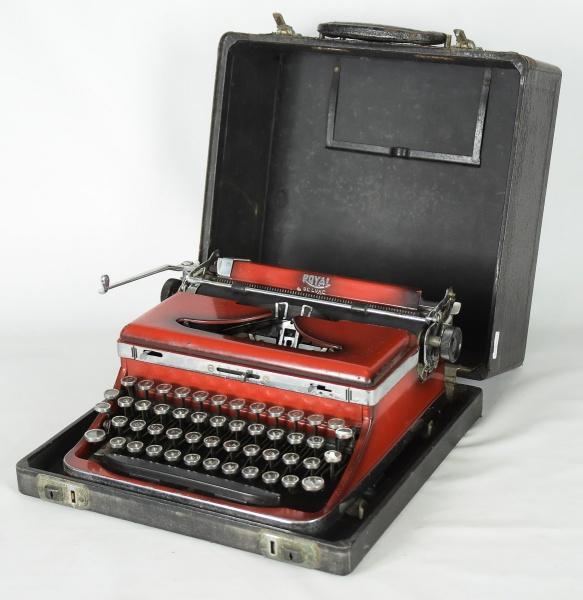 """Máquina de escrever no estojo da marca """"Royal"""", modelo """"De Luxe"""", esmaltada em verme"""