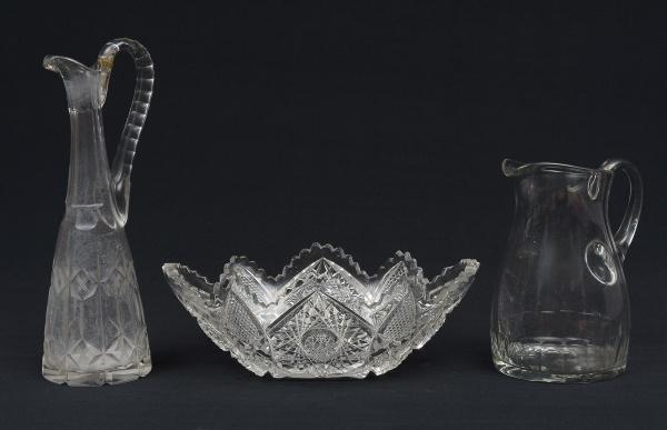 Jarra para água, claret jug e fruteira canoa em cristal da Bohêmia com lapidações diversas. Alt. da