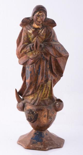 NOSSA SENHORA DA CONCEIÇÃO. Imagem em madeira com resquícios de policromia. Alt.: 28 cm. Bahia- séc.