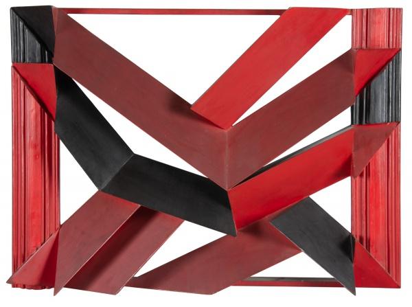 """EMANUEL ARAÚJO (1940). """"Sem Título"""", escultura em madeira policromada, 80 X 110. Assinado e datado (1983) no verso. Reproduzido com foto no catálogo."""