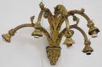 """Aplique para 5 luzes em bronze dourado estilo """"Neoclássico"""". Braços torneados com caneluras guarnecidos com florões. Base inferior arrematada com """"Cabeça de Baco"""". Alt.:45cm."""