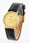"""Relógio masculino suíço de pulso com calendário da marca """"Mido"""", modelo """"Dreamline"""" (década de 70). Caixa em ouro 18k. Mecanismo à quartz. Funcionando."""