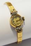 """Relógio feminino suíço de pulso da década de 50 da marca """"Denro"""". Caixa e pulseira em ouro 18k - 750mls contrastado, ornamentado com 2 diamantes. Peso: 18,4g. Movimento a corda. (Mecanismo necessitando de revisão)."""