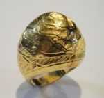 """Anel no feitio de """"flor"""" em ouro 18k contrastado. Aro: 13. Peso: 11,9g."""