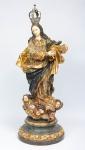 NOSSA SENHORA CONCEIÇÃO. Raríssima imagem em madeira policromada e dourada. Rosto da Nossa Senhora, dos anjos e presa da serpente esculpidos em marfim. Alt.: 60cm. Portugal - final do séc. XVIII. Acompanha coroa.