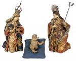 SAGRADA FAMÍLIA. Esplêndido grupo sacro em madeira policromada e realçada em ouro folha, composto de
